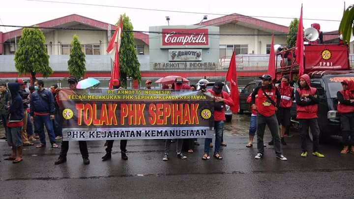 FPBI organized protest against forced retrenchment in front of Arnott's Factory, June 1st. Photo: FPBI