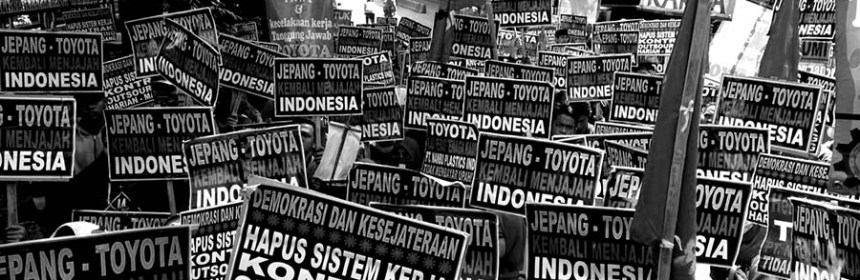 Workers protest against contractual employment. Photo: Metaruang